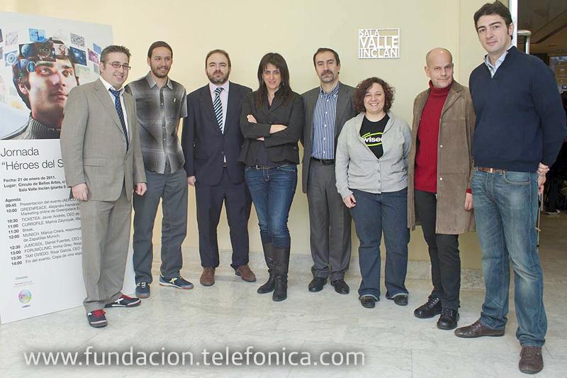 """José de la Peña, Director de Educación y Conocimiento en Red de Fundación Telefónica (cuarto por la derecha), junto al resto de los participantes en la jornada """"Héroes del Social Media""""."""