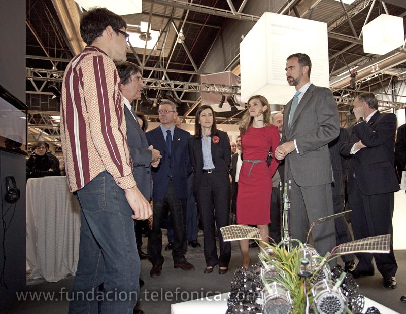 S.A.R los Príncipes de Asturias visitaron el stand de Fundación Telefónica en ARCO.