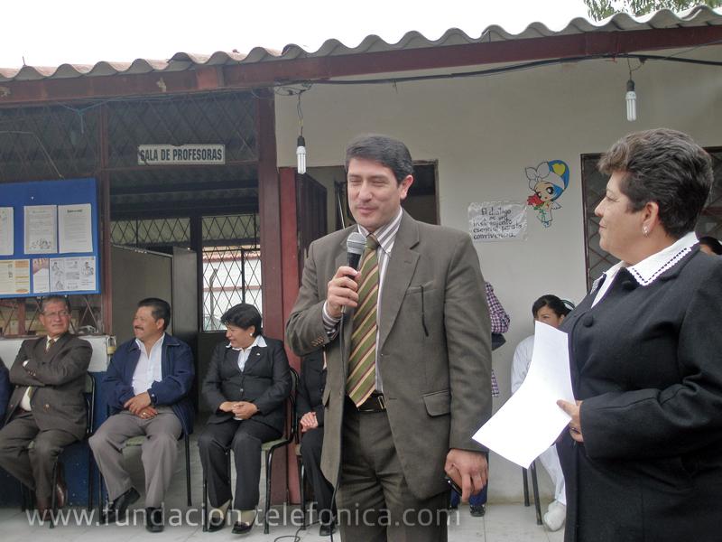 Intervención del Msc. Fausto Sáenz, Director Provincial de Educación de Azuay, en el programa de inauguración.