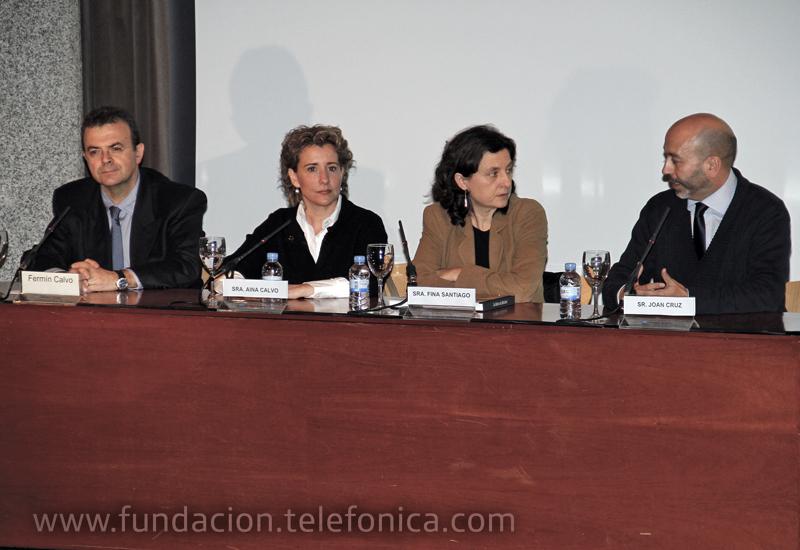 Por orden de aparición: la consejera de Acción Social, Fina Santiago; la alcaldesa, Aina Calvo y el director autonómico de Telefónica en Baleares, Fermín Calvo.