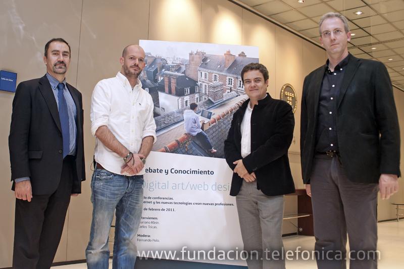 De izquierda a derecha, José de la Peña, Director de Conocimiento en Red de Fundación Telefónica; Mariano Klein; diseñador/creativo web; Fernando Polo, moderador del encuentro y Carlos Tricas, artista digital.