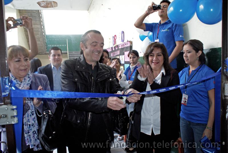 """Inaugura su tercer """"Aula Fundación Telefónica"""" en el estado de Puebla, totalmente equipada con tecnología de punta."""