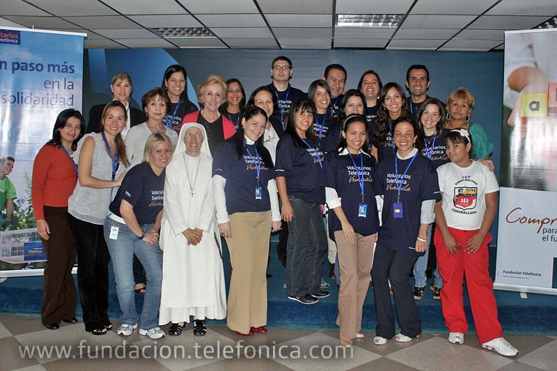 Voluntarios Telefónica beneficiaron a más de 2.000 personas en todo el país.