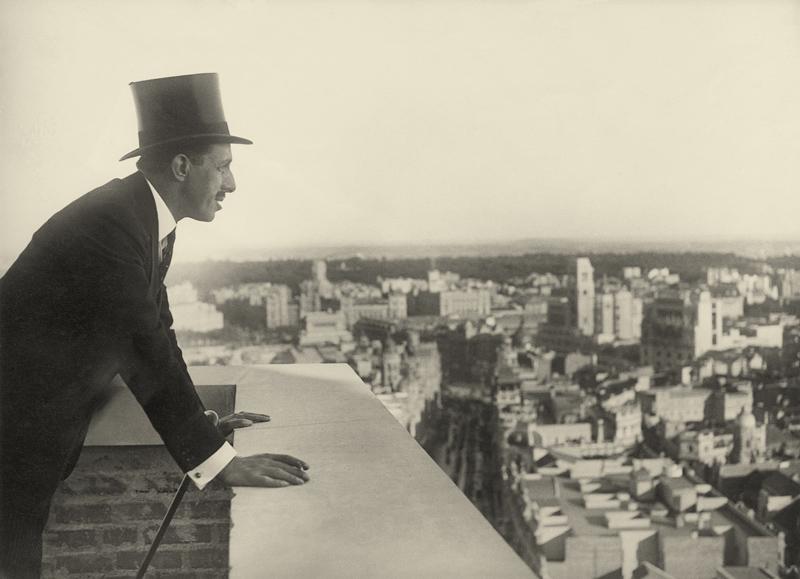El Rey en la terraza del nuevo edificio de Telefónica, Madrid © Marín, 1928.