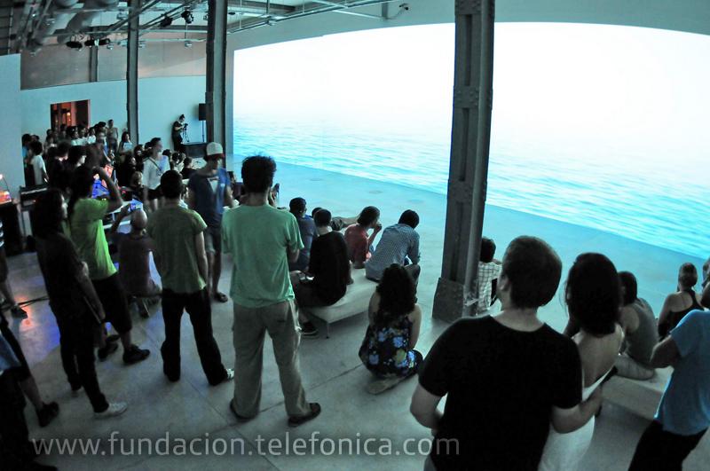 Los días 10, 11 y 12 de marzo el Espacio Fundación Telefónica presentó la tercera edición de Panorámica, tres jornadas consagradas a la exploración de técnicas relacionadas al video, la performance y la manipulación de imágenes en vivo.