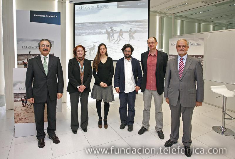 De izquierda a derecha, Kim Faura, Director General de Telefónica en Catalunya; Rosa Regàs, escritora; Lurdes Basolí, fotógrafa; Carlos Spottorno, fotógrafo; Fernando Marías, editor; Javier Nadal, Vicepresidente Ejecutivo de Fundación Telefónica.