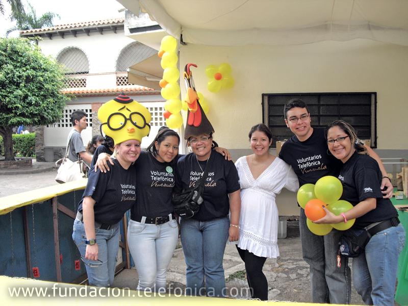 Voluntarios Telefónica acudieron masivamente para apoyar la verbena de OSCASI, realizada en las instalaciones del Colegio San Ignacio en Caracas.
