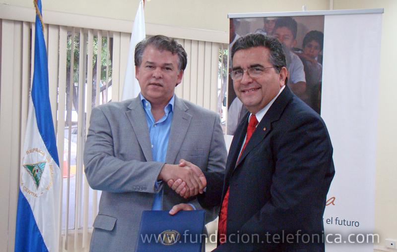 El acuerdo fue firmado por Juan Manuel Argüello, Director País de Telefónica en Nicaragua, y Ernesto Medina Sandino, Rector de la Universidad Americana.
