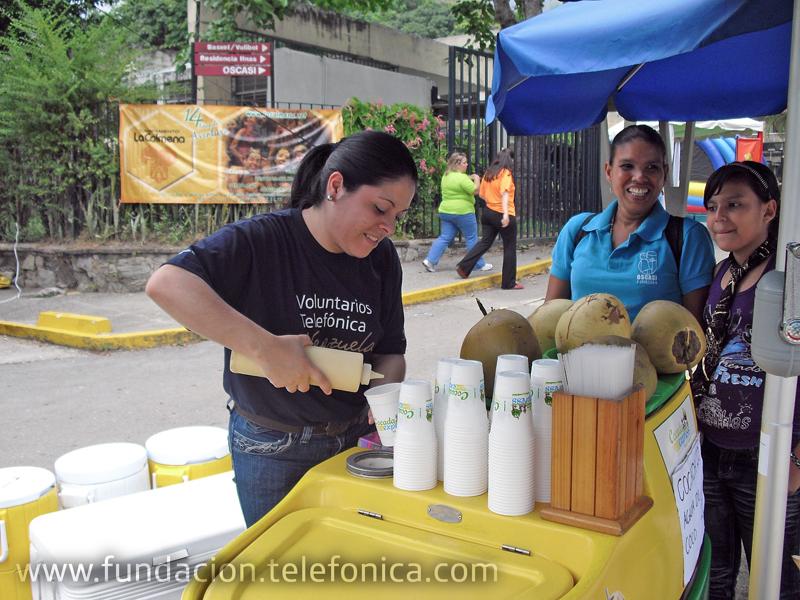 Los voluntarios participaron con la venta de tickets en puntos de comida, atracciones y paradas ecológicas, además de guiar a los jóvenes con dinámicas en el stand de la Fundación Telefónica.