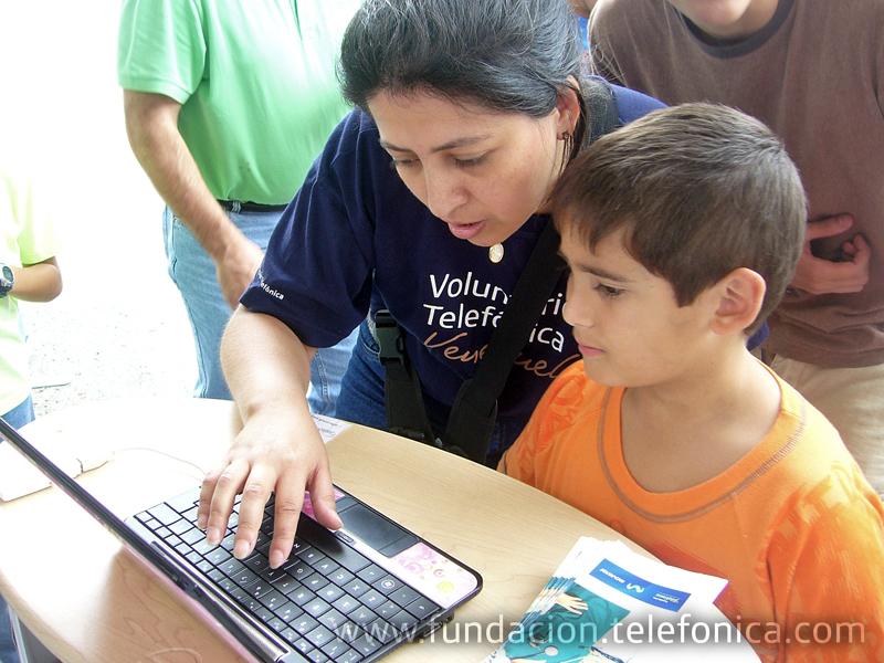 Los Voluntarios Telefónica apoyaron la verbena de OSCASI.