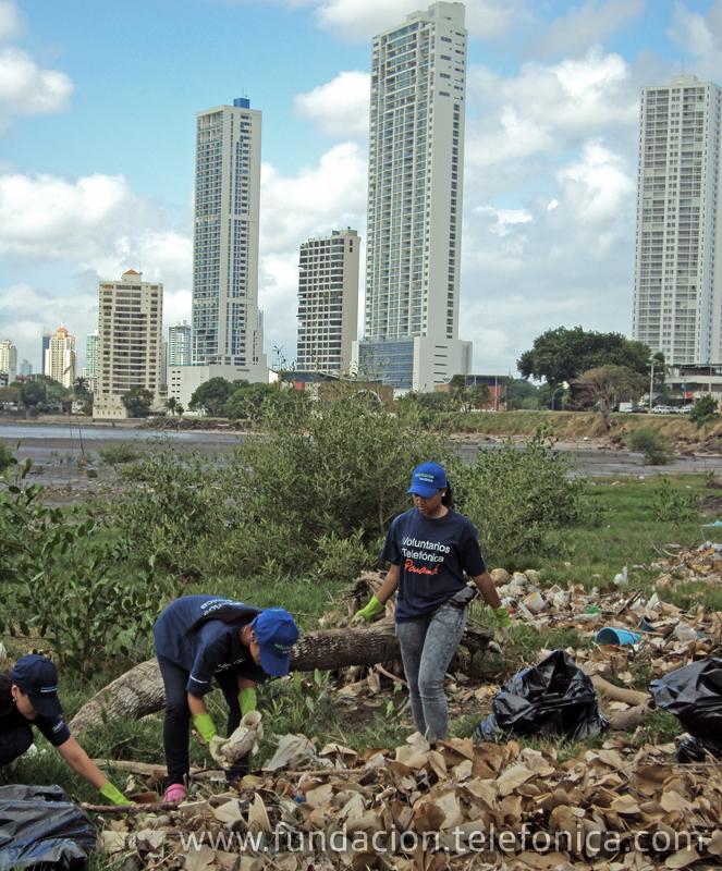 En Panamá, cerca de la mitad de la plantilla de la compañía forma parte del programa Voluntarios Telefónica.