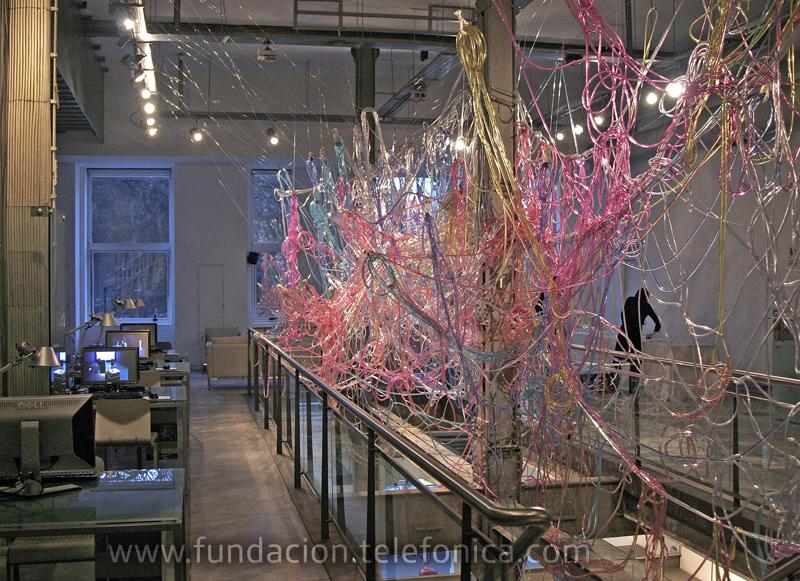 Exposición Variaciones de lo invisible en la Sala de Arte de Fundación Telefónica en Santiago de Chile