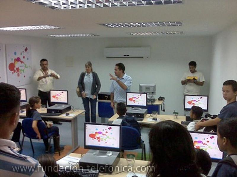 Inauguración de Aula Fundación Telefónica en la Unidad Educativa Rubén Darío Mora de Naranjales.