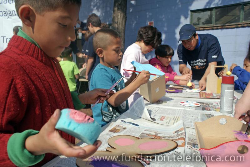Fundación Telefónica donó equipo de carpintería que servirá para la construcción de sus propios muebles.