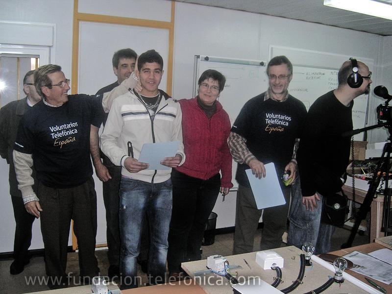 Fundación Telefónica ayuda a la reinserción laboral y social de jóvenes inmigrantes en Sevilla para darles oportunidades de futuro.