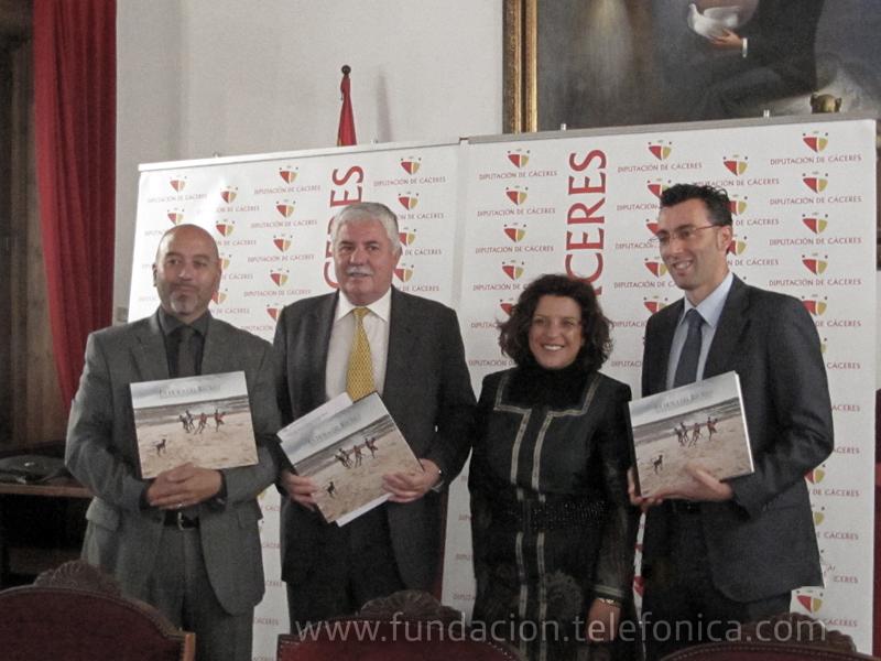De izquierda a derecha: Joan Cruz, director coordinación territorial FT; Juan Andrés Thovar, Presidente de la Diputación de Cáceres; Silvia González, Vicepresidenta Segunda de la Diputación de Cáceres y Joaquín Segovia, director de Telefónica en Extremadura.