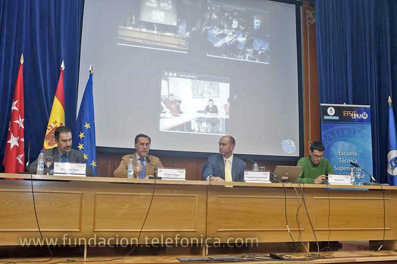La conferencia tuvo lugar en el Salón de Actos del Edificio C de la Escuela Técnica Superior de Ingenieros de Telecomunicación de la Universidad Politécnica de Madrid.