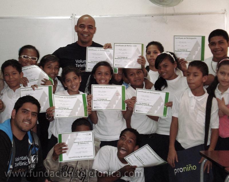 """Voluntarios Telefónica comparten con niños y jóvenes a través del programa """"Enseñando a Aprender"""""""