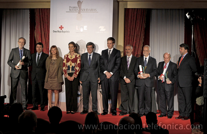 Todos los premiados y las autoridades asistentes al acto de entrega de premios junto a S.A.R la Infanta Elena.