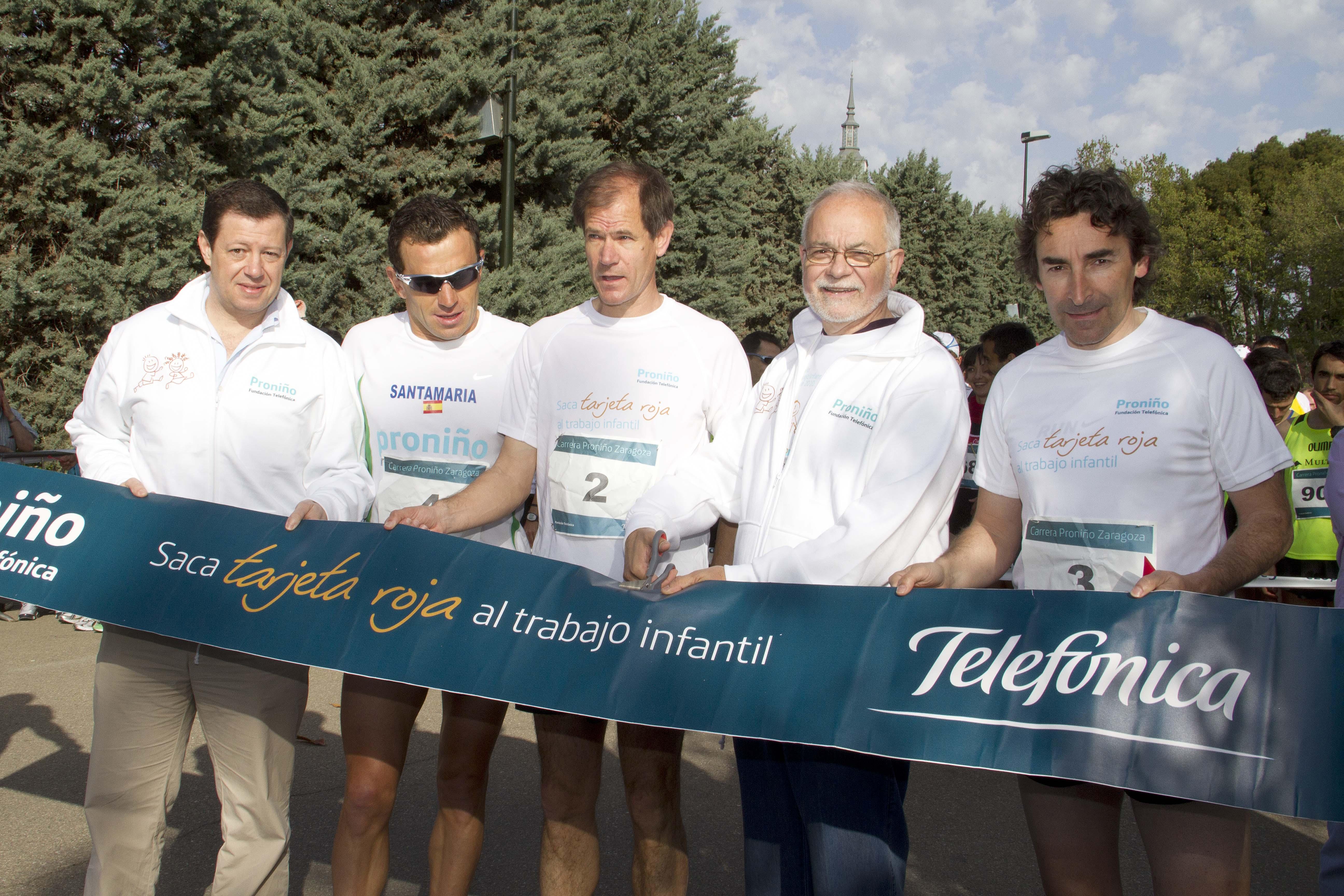 De izquierda a derecha: Federico Tartón,  Director de Telefónica en Aragón; Alejandro Santamaría, atleta; Abel Antón, atleta, Javier Nadal, Vicepresidente Ejecutivo de Fundación Telefónica; Fernando Escartín, ciclista.