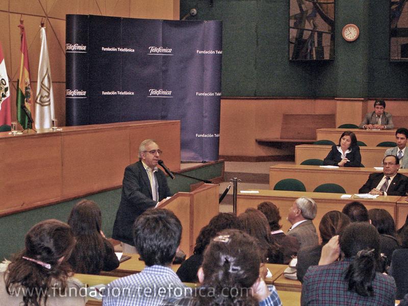 Alejandro Piscitelli en conferencia magistral, a la cual asistieron 200 participantes