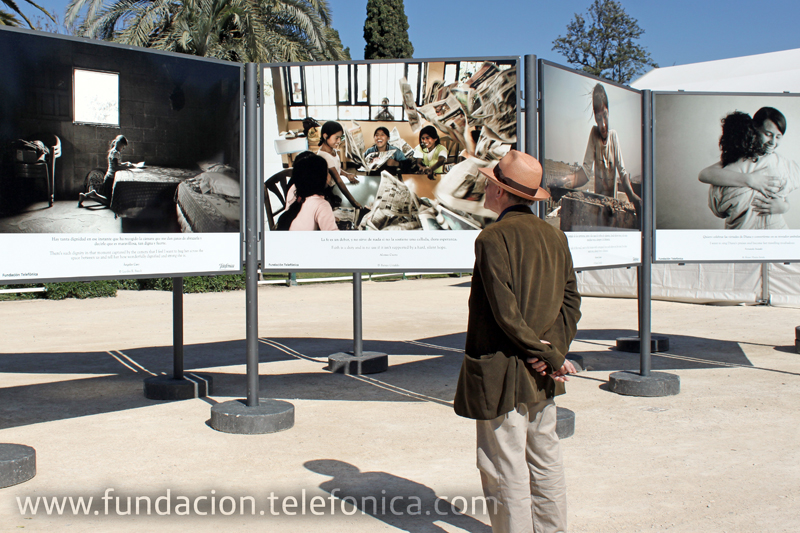 """El libro """"La Hora del Recreo"""" de Fundación Telefónica está presente en la Feria del libro de Valencia, a través de una exposición y una mesa redonda con los autores."""