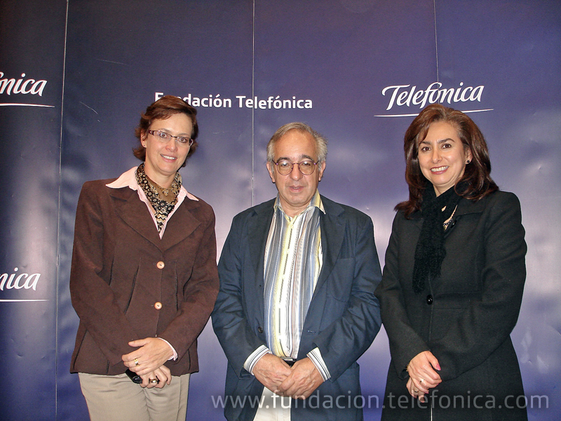 De izq a der. Dagmar Thiel, Vicepresidenta de Fundación Telefónica; Alejandro Piscitelli, Experto en TIC y Educación; y Sahira Herrera, Vicepresidenta de Desarrollo Humano y Organizacional de Telefónica Ecuador.