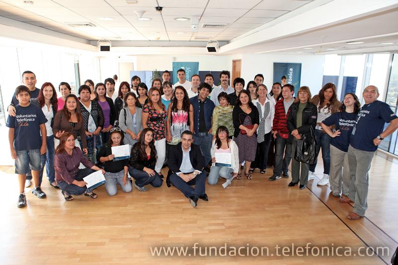 El programa de Jóvenes Fundación Telefónica en Chile, realizó la entrega oficial de 12 becas para estudios universitarios y técnicos
