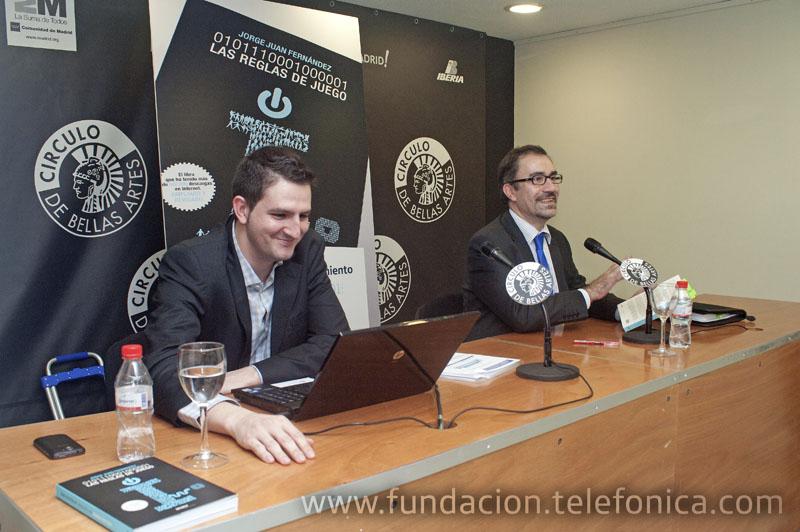 De izquierda a derecha: Jorge Juan Fernández, autor del libro y José de la Peña Aznar, Director de Conocimiento en Red de Fundación Telefónica.