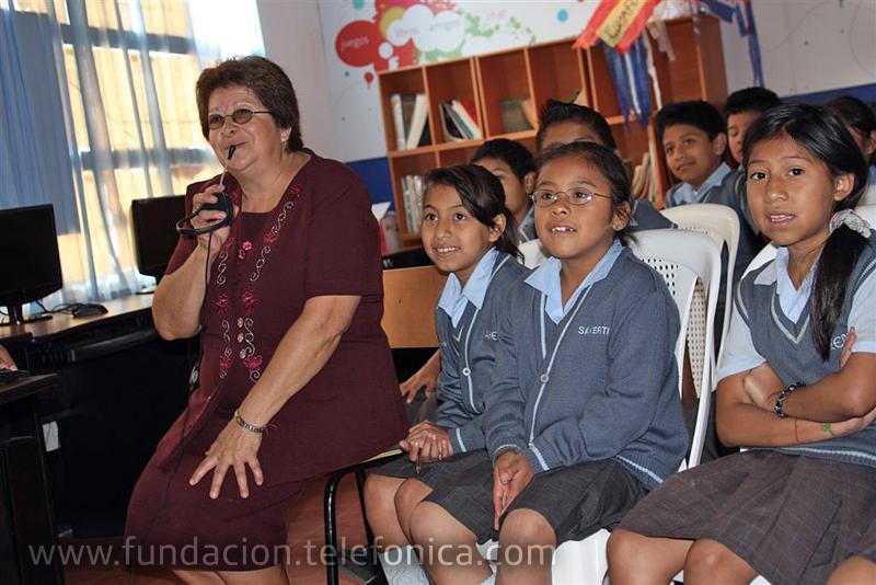 La señora directora de Sakerti, saluda a los amigos de Gran Canarias.