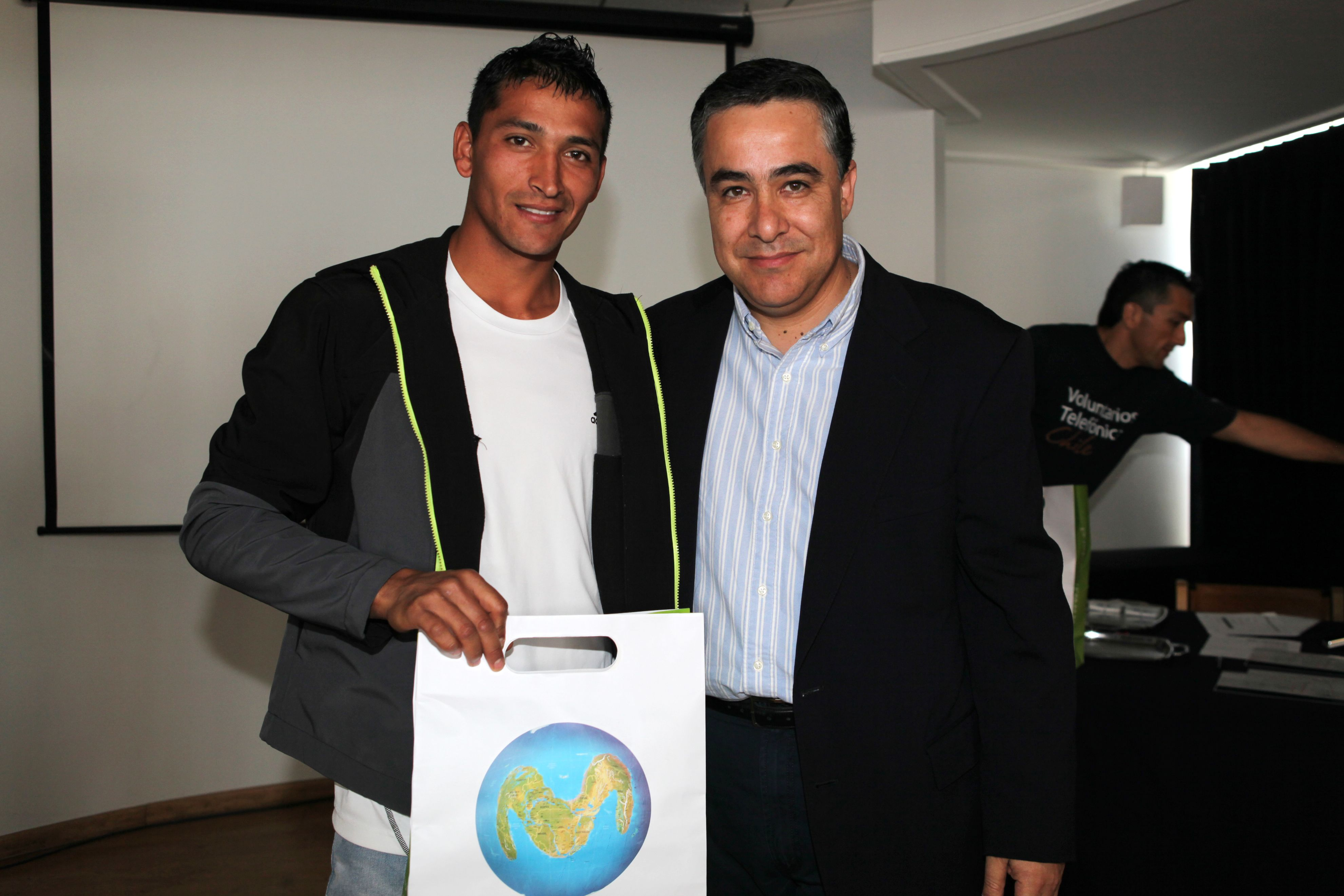 José Manuel ya es mecánico automotriz gracias al apoyo que le brindó el programa Jóvenes de Fundación Telefónica
