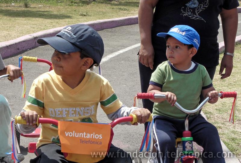 Los Voluntarios realizaron tareas de mantenimiento y convivieron con niños de escasos recursos.