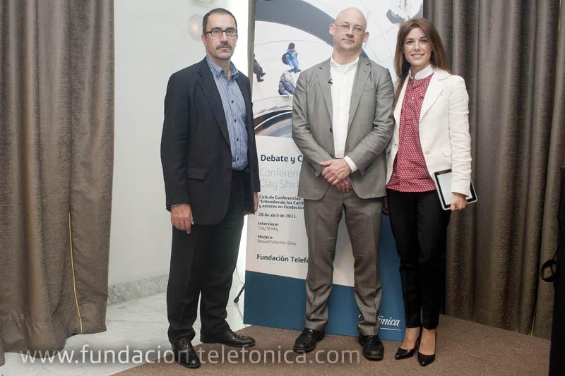 José de la Peña, director de Conocimiento en Red de Fundación Telefónica; Clay Shirky y la periodista y presentadora de televisión Raquel Sánchez-Silva.