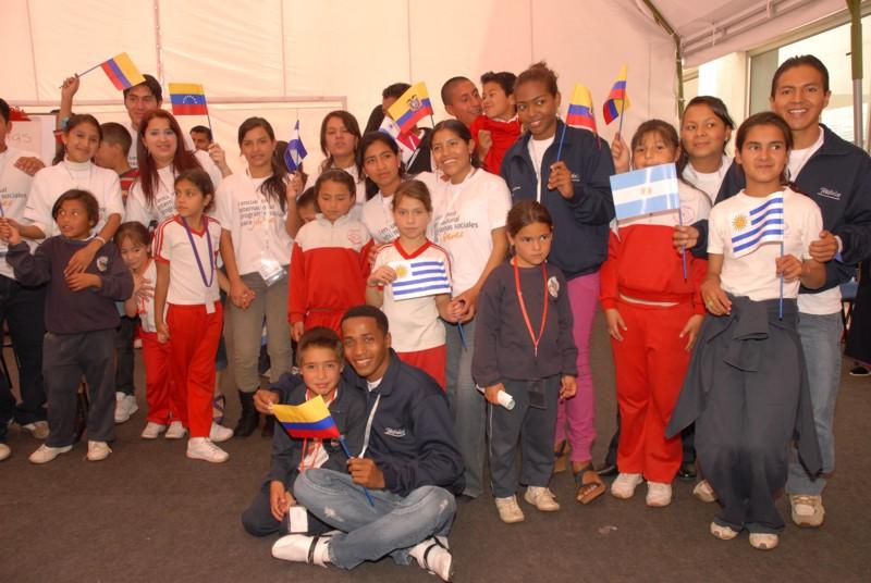 16 beneficiarios del programa Jóvenes Fundación Telefónica en Ecuador llevaron un mensaje ecológico a 58 niños entre los 6 y 12 años de edad.