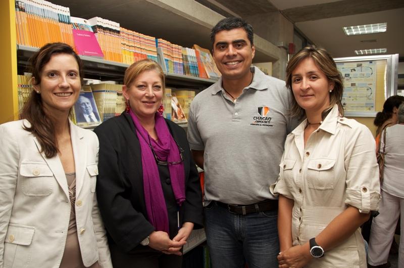 La información fue dada a conocer en rueda de prensa celebrada en la Biblioteca Los Palos Grandes, con la asistencia, entre otras autoridades y personalidades, de Giovanna Bruni, Gerente General de Fundación Telefónica (segunda por la izquierda).