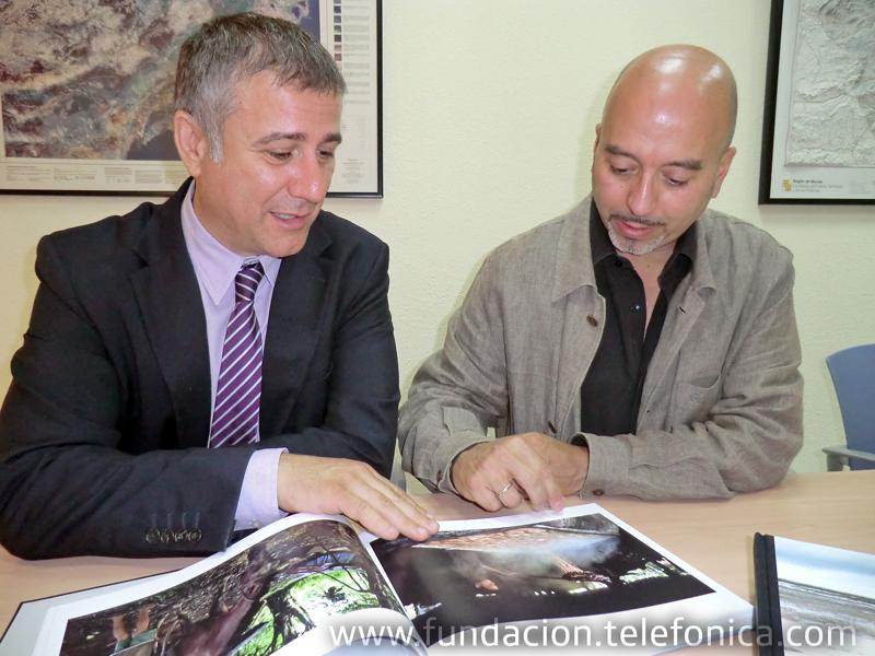 De izquierda a derecha: Ángel Lloret, director de Telefónica en la Región de Murcia y Joan Cruz, director de coordinación territorial de Fundación Telefônica.