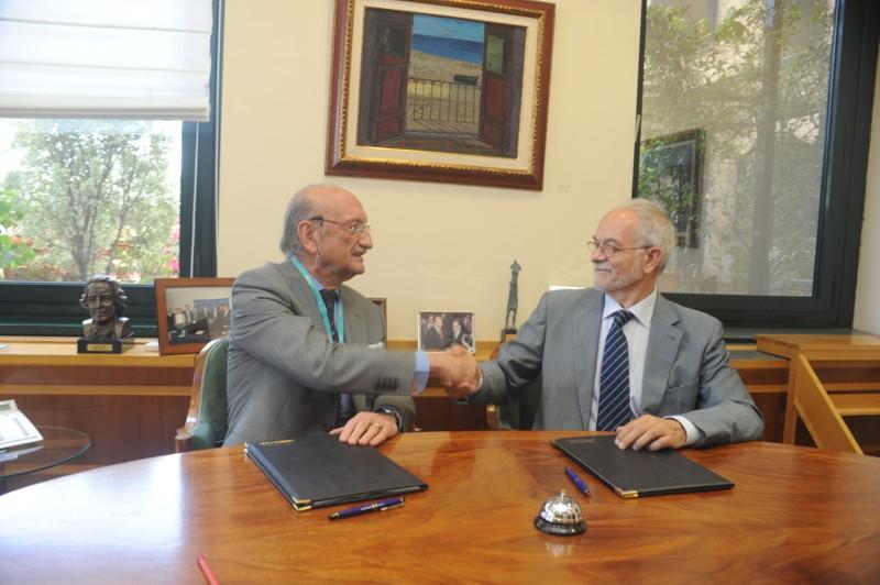 El Presidente del Grupo de Mayores, Luis Álvarez y el Vicepresidente Ejecutivo de Fundación Telefónica, Javier Nadal, firmaron este convenio durante un acto celebrado en la sede de Fundación Telefónica