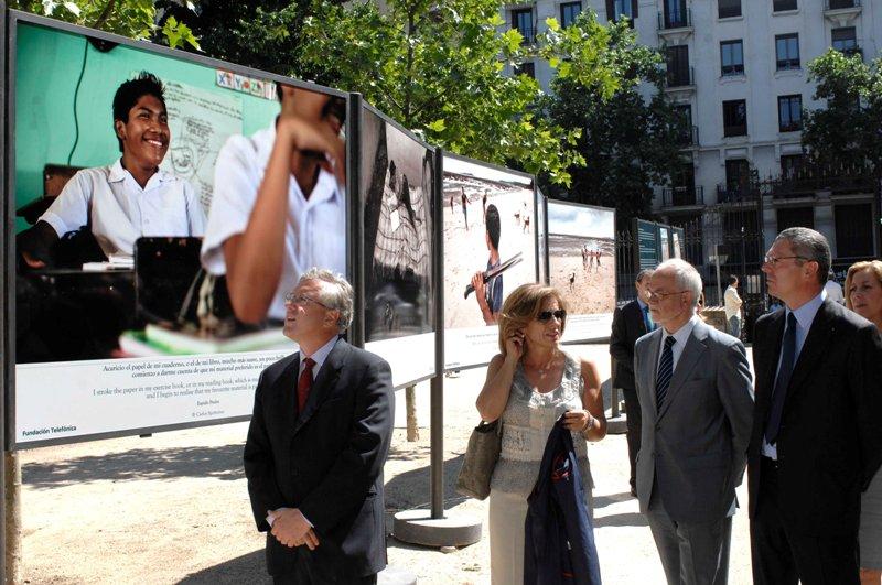 Los asistentes a la Feria del Libro de Madrid podrán conocer de cerca la realidad del trabajo infantil a través de la exposición al aire libre ubicada en Paseo del Salvador del Retiro, desde el 25 de mayo hasta el 27 de junio