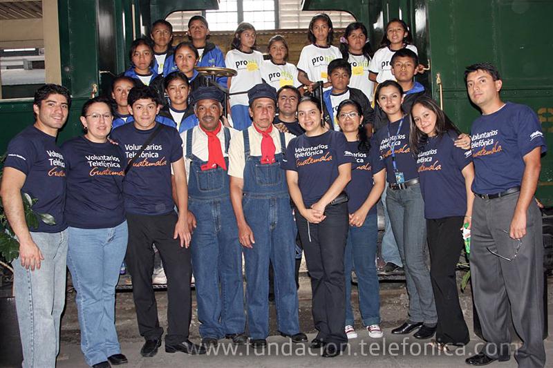 Fundación Telefónica a través del programa Voluntarios Telefónica, invita a 305 niños Proniño de la Escuela Santa María de Jesús y Francisco Marroquín, ubicadas en el departamento de Sacatepéquez de Guatemala, a divertirse durante cuatro horas en el Museo del Ferrocarril.