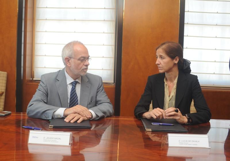Javier Nadal, Vicepresidente Ejecutivo de Fundación Telefónica y Lucía de Zavala Cendra, Directora de la Fundación Junior Achievement España, han sido los encargados de firman la renovación del convenio entre ambas entidades.