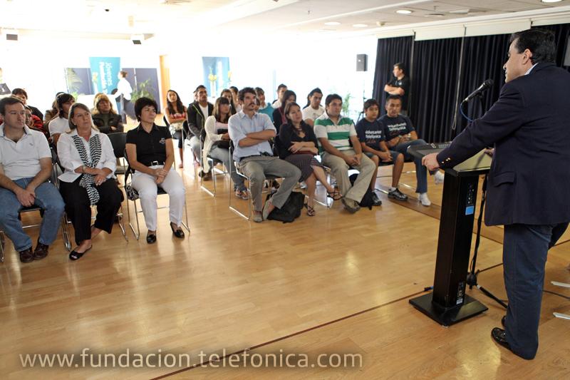 El programa Jóvenes de Fundación Telefónica entregó becas para estudios superiores en Chile