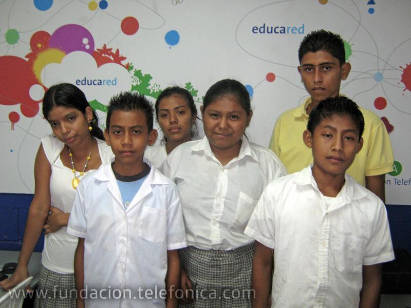 """""""Delfines de la Información"""", de Guatemala, han ganado la II fase del Concurso Periodístico """"Hoy Escolar"""", de Fundación Telefónica"""