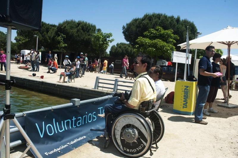 Los Voluntarios Telefónica, junto a los monitores de cada una de las actividades deportivas, facilitaron su práctica a las personas con discapacidad y apoyaron en labores organizativas.