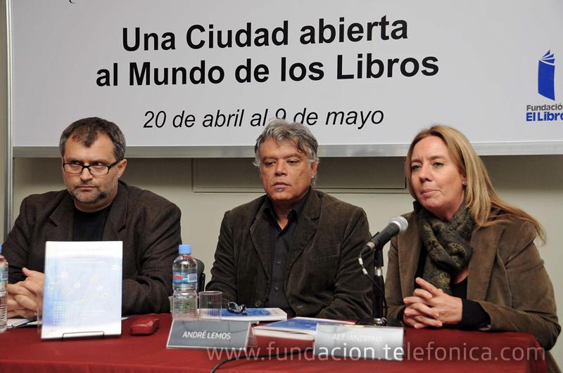 De izquierda a derecha: Alejandro Artopoulos, André Lemos y Alejandrina D'Elia.