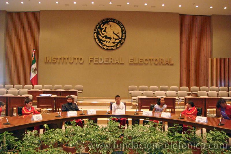 Los beneficiarios de Proniño visitaron las instalaciones del Instituto Federal Electoral