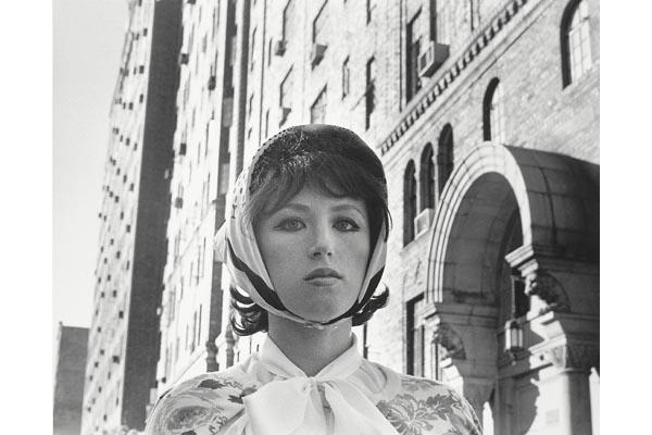 Cindy Sherman. Sin título (la actriz ensimismada), 1976/2000. Colección  SAMMLUNG VERBUND, Vienna. Cortesía Cindy Sherman / Metro Pictures © Cindy Sherman