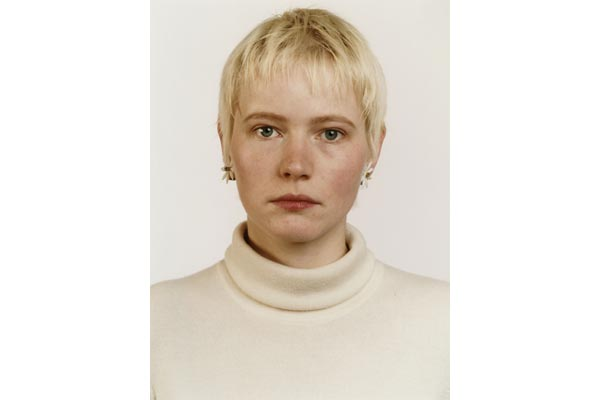Thomas Ruff. Retrato (A. Kachold), 1987. Cortesía: Johnen Galerie, Berlin © Thomas Ruff. VEGAP. Madrid, 2011.