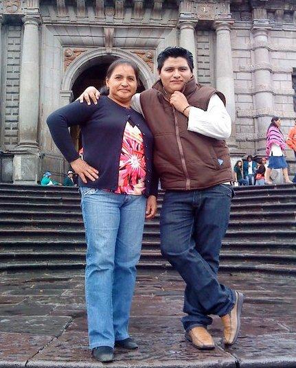 Jorge junto a su madre