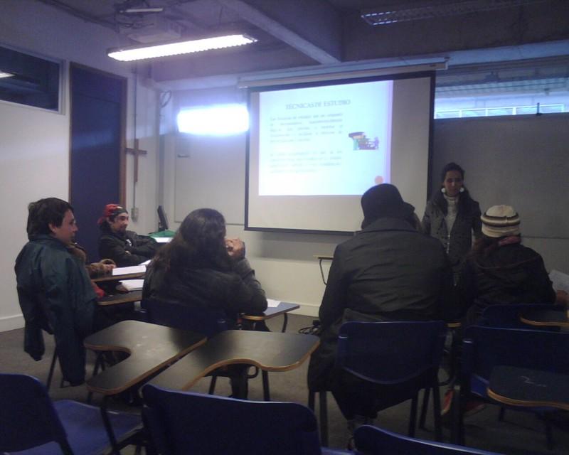 """En los tres primeros días de mayo, 11 integrantes del programa Jóvenes Fundación Telefónica Chile participaron en el taller """"Hábitos de Estudio""""."""