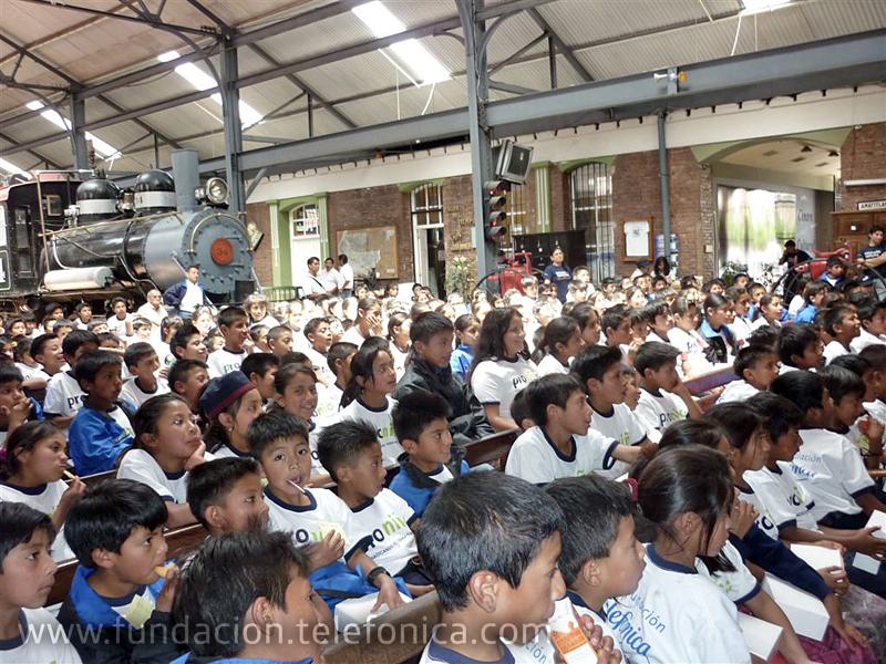 La visita al Museo del Ferrocarril es una iniciativa del programa Voluntarios Telefónica, quienes invitan a 305 niños y niñas becados proniño de la Escuela Santa María de Jesús y Francisco Marroquín  del departamento de Sacatepéquez, de Guatemala
